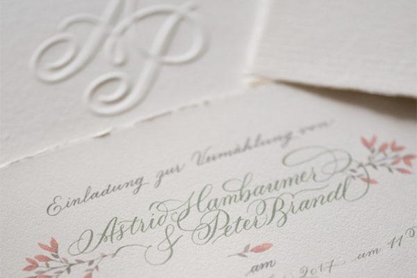 hochzeitspapeterie blumen kalligraphie